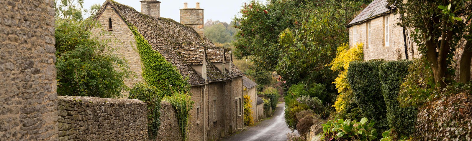 Oxfordshire village street with cottages